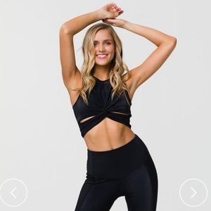 FRONT TWIST CROP TOP - BLACK RIB